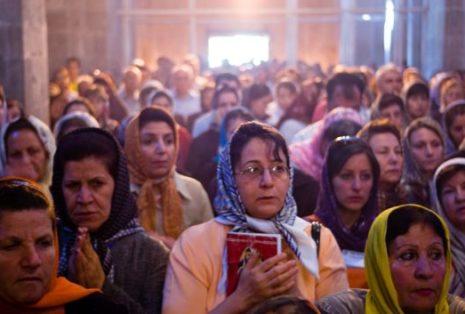 iranianos-em-igreja